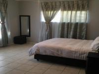 Main Bedroom - 25 square meters of property in Glenvista