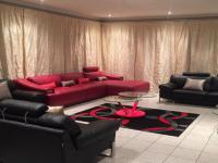 Lounges - 28 square meters of property in Glenvista