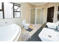 Main Bathroom - 10 square meters
