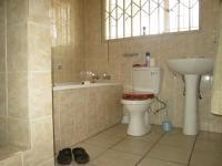 Main Bathroom - 18 square meters of property in Brackenhurst