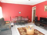 Lounges - 28 square meters of property in Roodepoort North