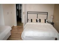 Bed Room 1 - 11 square meters of property in Kirstenhof