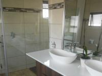 Main Bathroom - 9 square meters of property in Raslouw