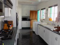 Kitchen - 17 square meters of property in The Reeds