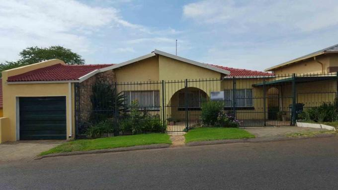 4 Bedroom House For Sale in Newlands - JHB - Home Sell - MR143048