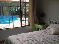 Bed Room 2 - 14 square meters of property in Beacon Bay