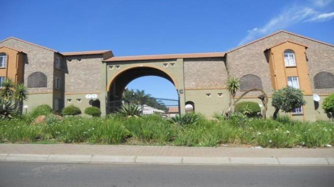 2 Bedroom Apartment for Sale For Sale in Rooihuiskraal North - Home Sell - MR143147
