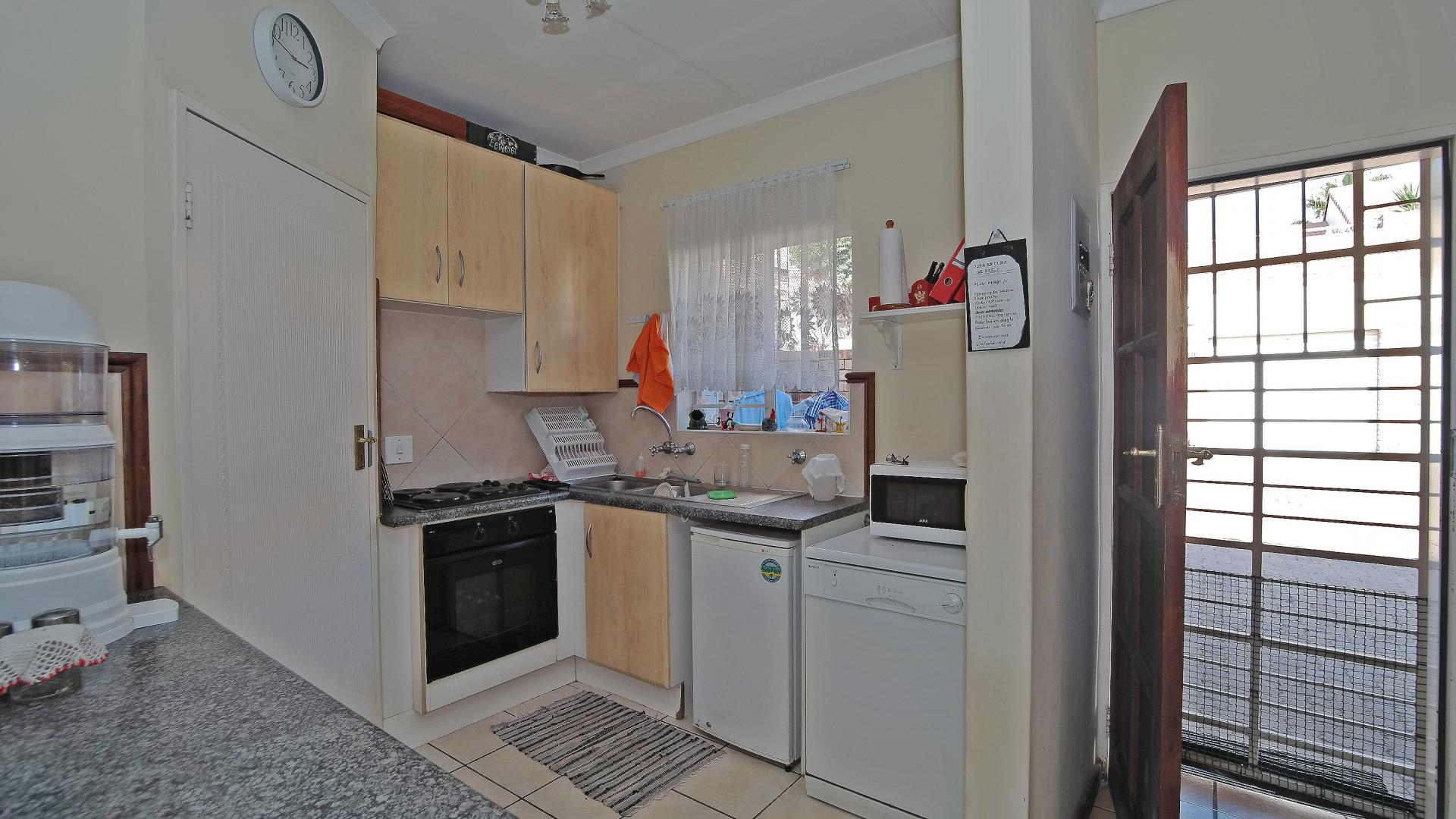 Kitchen - 8 square meters of property in Moreletapark