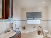 Bathroom 3+ - 19 square meters of property in The Wilds Estate