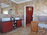 Main Bathroom - 11 square meters