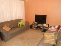 Lounges - 14 square meters of property in Palmview