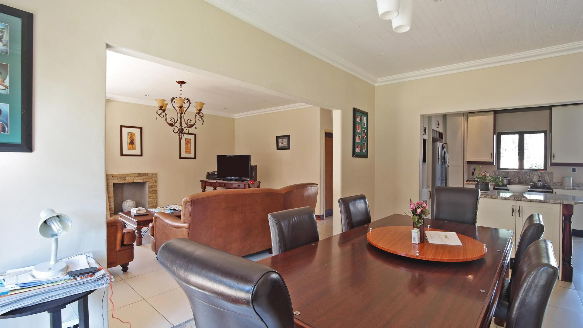 Dining Room - 13 square meters of property in Waterkloof Ridge