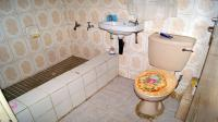 Main Bathroom - 4 square meters of property in Whetstone