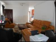 Lounges - 17 square meters of property in Goudrand