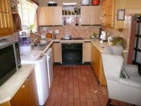 Kitchen - 17 square meters of property in Heuweloord