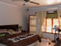 Main Bedroom - 25 square meters of property in Safari Tuine