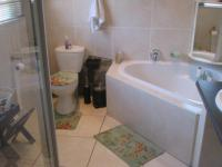 Main Bathroom - 8 square meters of property in Ravenswood