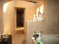 Main Bathroom - 10 square meters of property in Mayfield Park