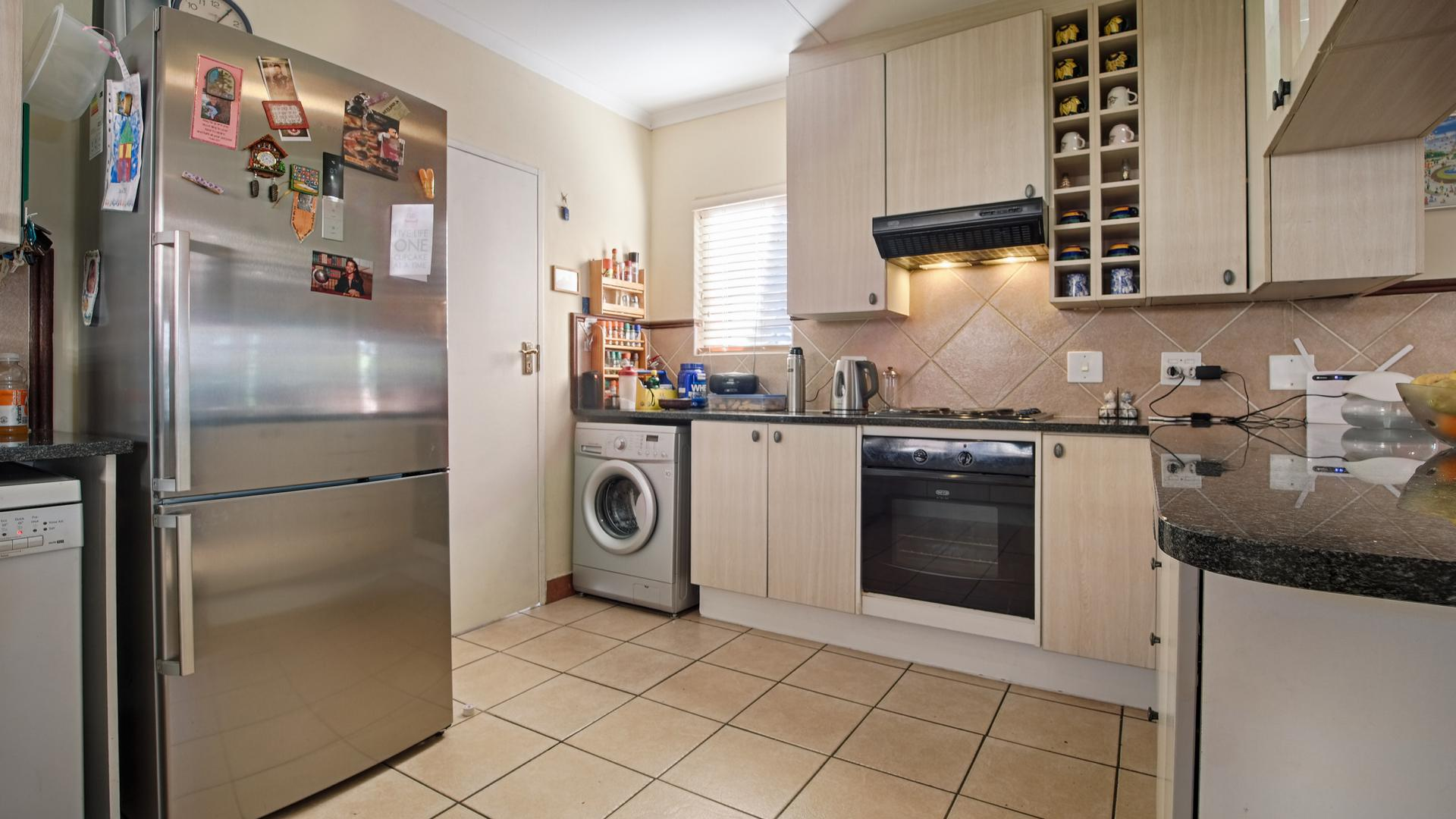 Kitchen - 16 square meters of property in Equestria