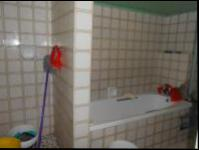 Bathroom 1 - 6 square meters of property in Berea - JHB