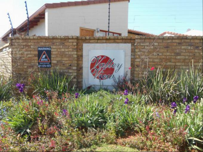 4 Bedroom House for Sale For Sale in Weltevreden Park - Home Sell - MR145079