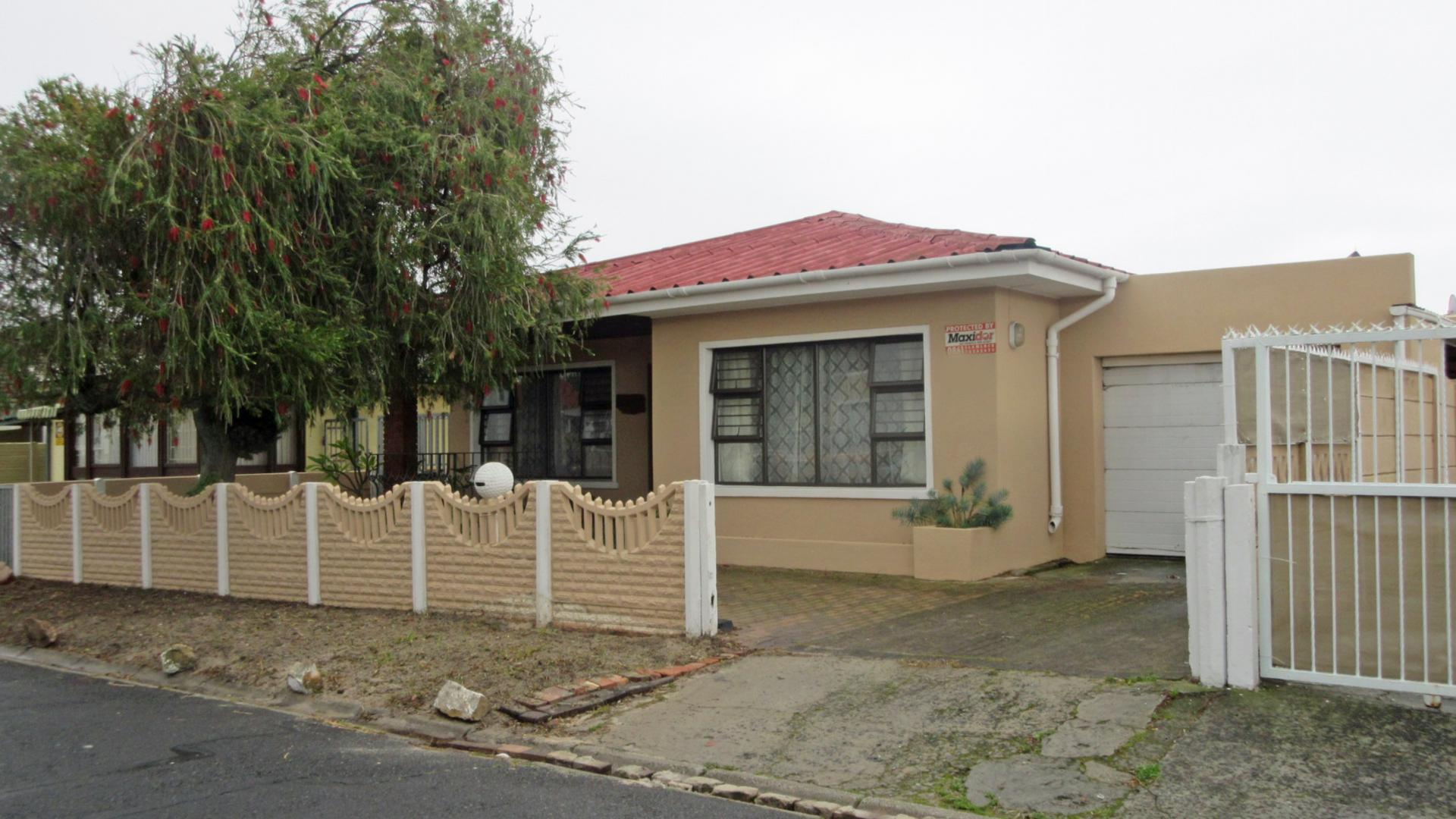 5 bedroom house for sale for sale in athlone - cpt - private sale