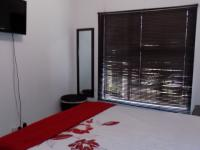 Main Bedroom - 10 square meters of property in Heatherview