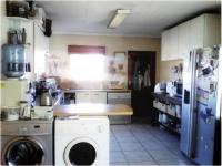 Kitchen - 15 square meters of property in Sonneveld