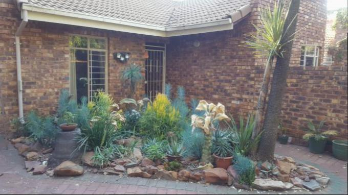 2 Bedroom Duet for Sale For Sale in Garsfontein - Private Sale - MR145401