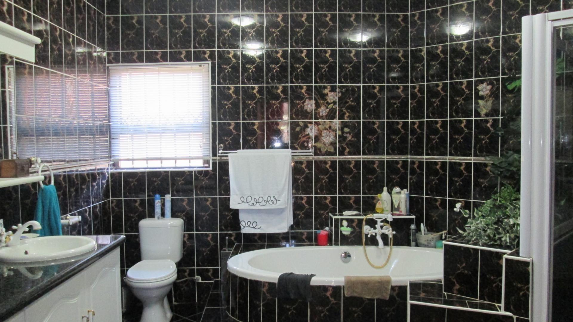 4 Bedroom House for Sale For Sale in Vanderbijlpark - Private Sale ...
