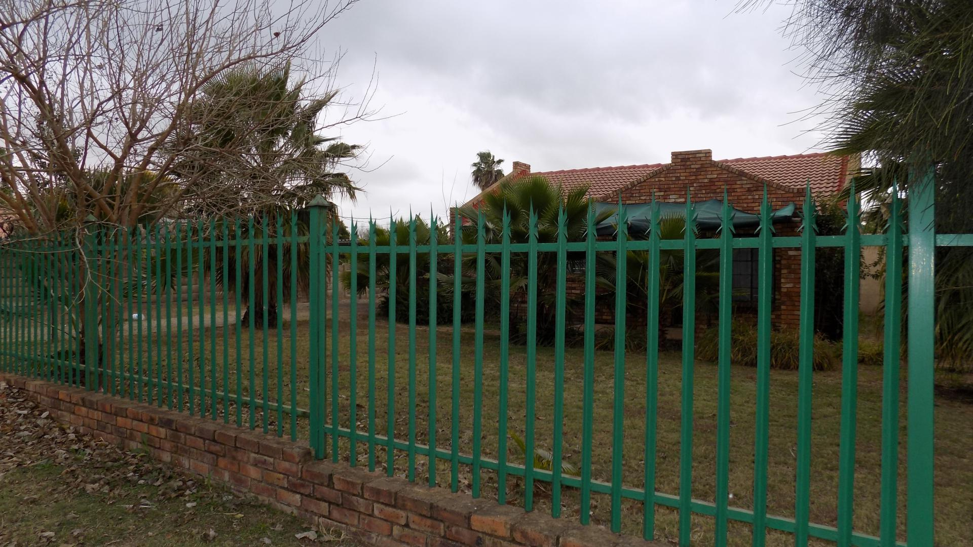 Front View of property in Theresapark