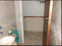 Guest Toilet - 4 square meters of property in Farrarmere