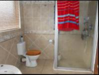 Bathroom 1 - 10 square meters of property in Farrarmere