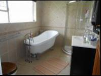 Main Bathroom - 10 square meters of property in Farrarmere