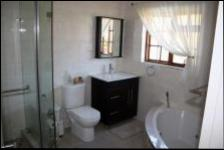 Main Bathroom - 6 square meters of property in Wierdapark