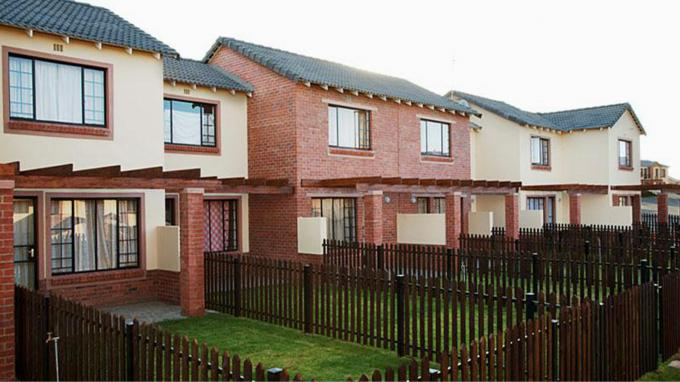 2 Bedroom Duplex for Sale For Sale in Bloemfontein - Private Sale - MR146140