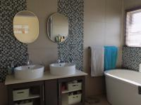 Main Bathroom - 9 square meters of property in Louwlardia