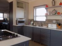 Kitchen - 13 square meters of property in Louwlardia