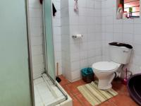 Bathroom 1 - 5 square meters of property in Riviera