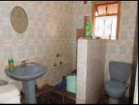 Main Bathroom - 13 square meters of property in Grove End