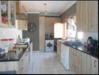 Kitchen - 22 square meters of property in Meadowbrook