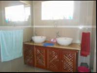 Bathroom 1 - 8 square meters of property in Meadowbrook
