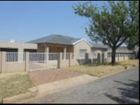4 Bedroom 2 Bathroom Cluster for Sale for sale in Maraisburg