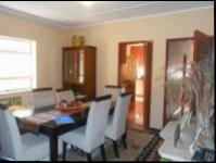 Dining Room - 13 square meters of property in Florida Lake