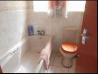 Bathroom 1 - 4 square meters of property in Florida Lake