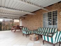 Patio - 32 square meters of property in The Wilds Estate