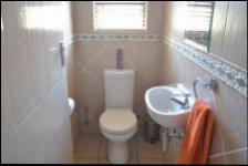Bathroom 2 - 14 square meters of property in Midrand