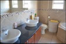 Bathroom 1 - 13 square meters of property in Midrand