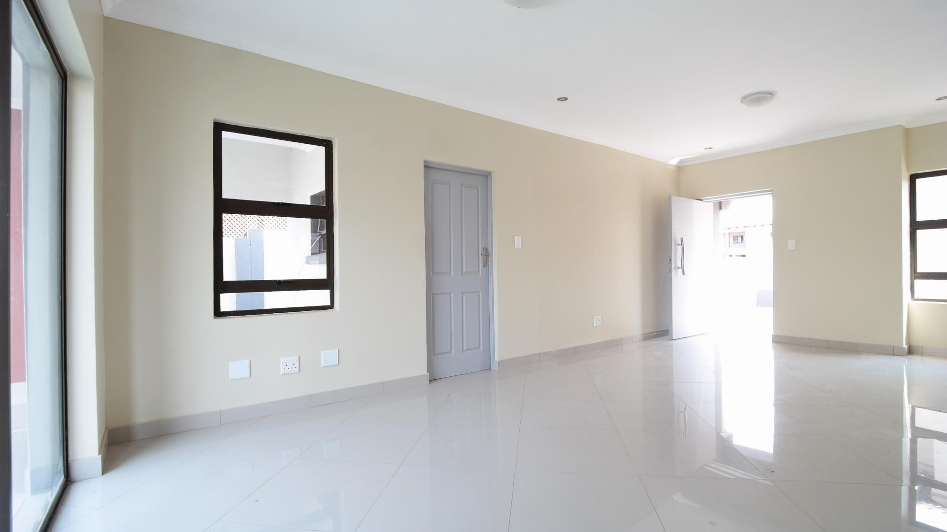 Dining Room - 19 square meters of property in Heron Hill Estate