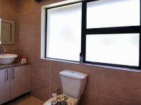 Bathroom 3+ - 8 square meters of property in Moreletapark